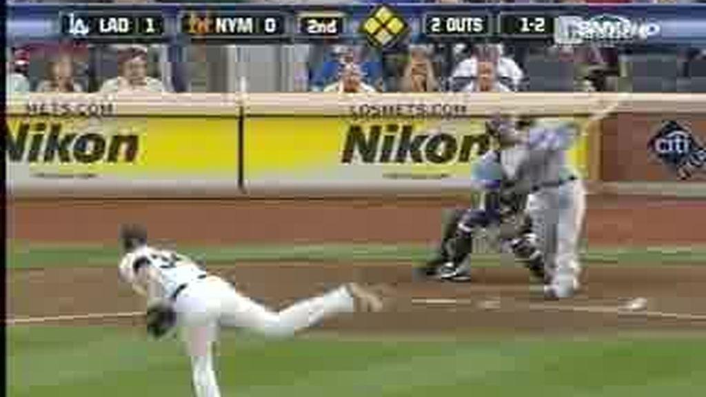 Beisbol en estado puro: ¡El bate se partió por la mitad!