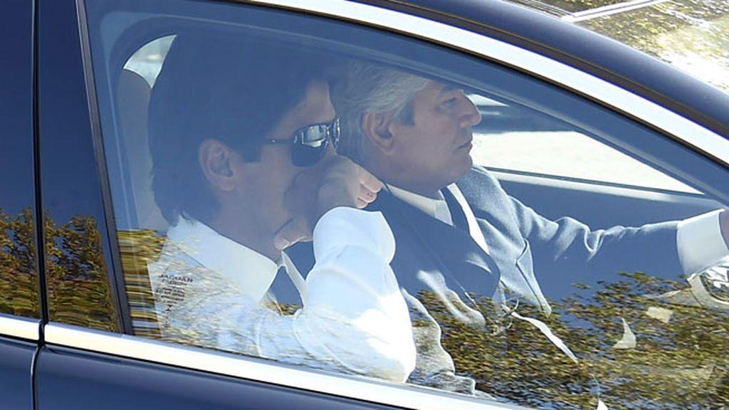 El tenista Fernando Verdasco y su familia, a su llegada al tanatorio