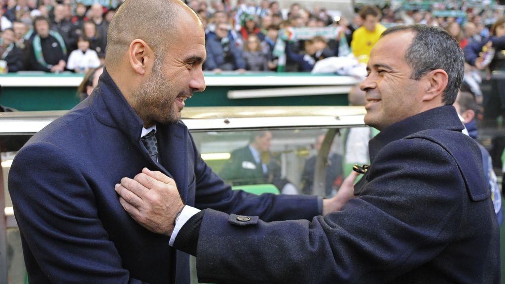 Pep Guardiola saluda a Álvaro Cerveroa