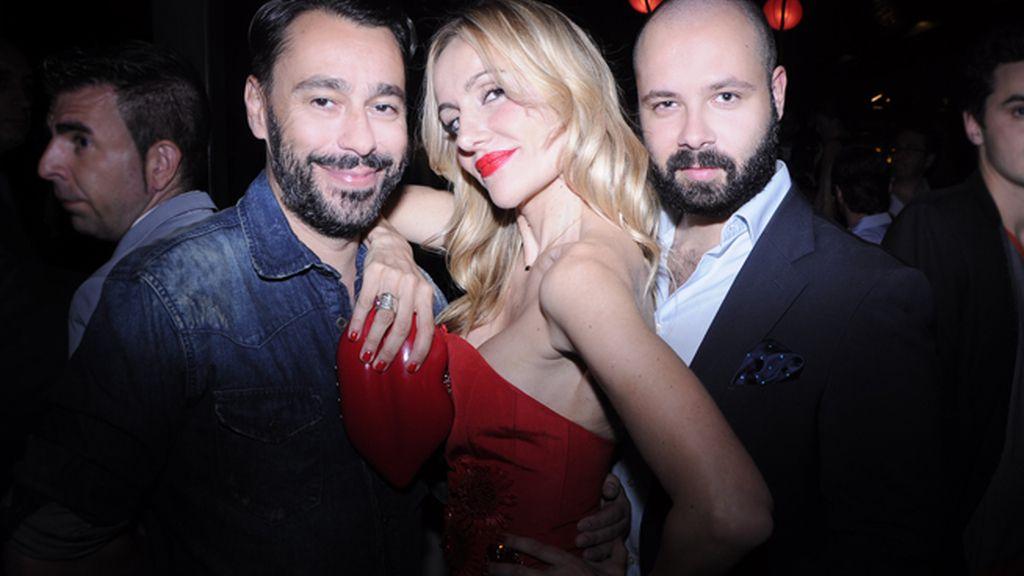 El diseñador Juanjo Oliva, Clara Courel y JAvier de Juanan