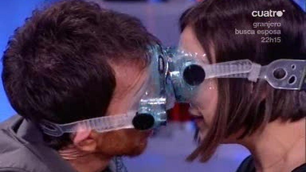 Chenoa y Pablo Motos se dan un beso en la boca