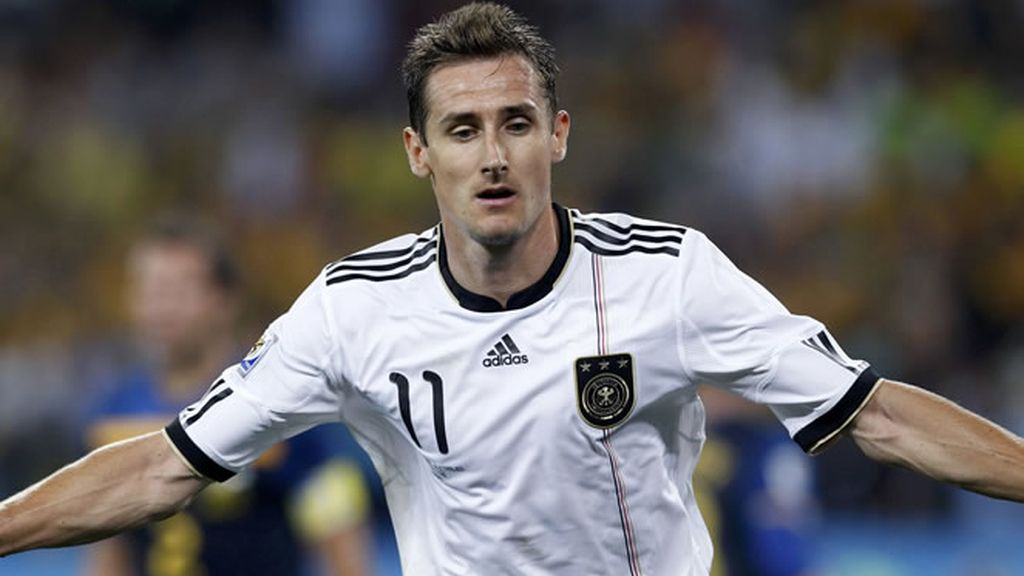 D ) Klose, el segundo...(Alemania)