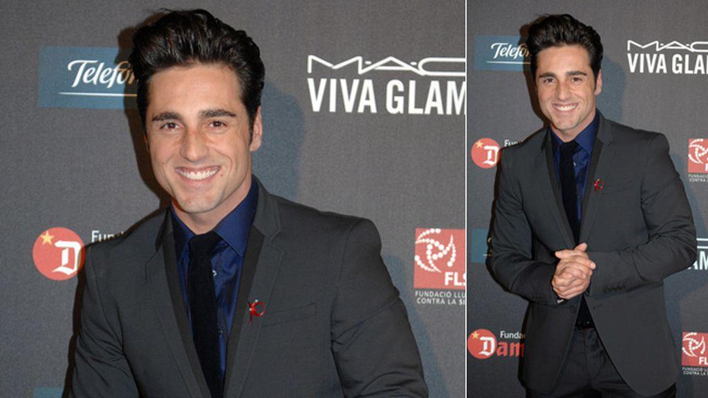 David Bustamante, elegante con su lacito rojo