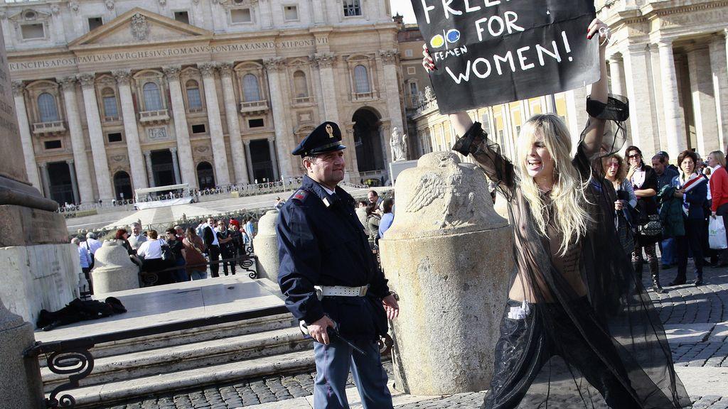 Protesta desnuda en el Vaticano