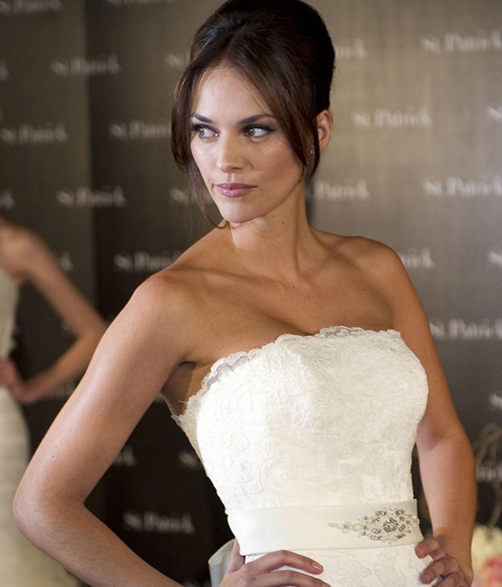 Helen Lindes, vestida de novia en el momento más feliz de su vida
