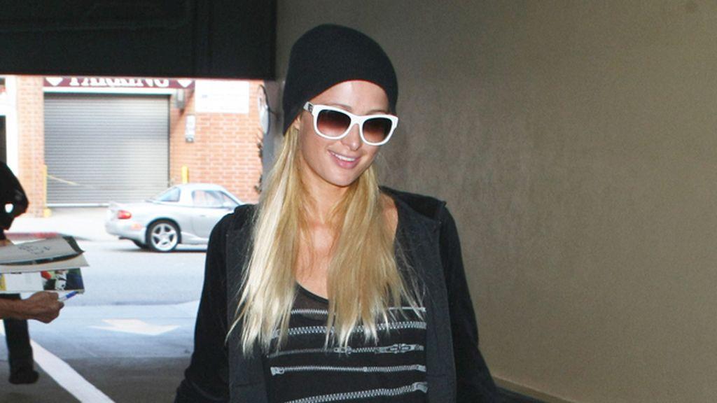 Paris Hilton, de sport con gorro a juego