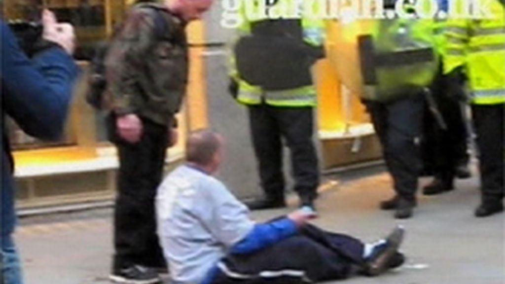 La Policía agrede al hombre fallecido en las protestas del G-20
