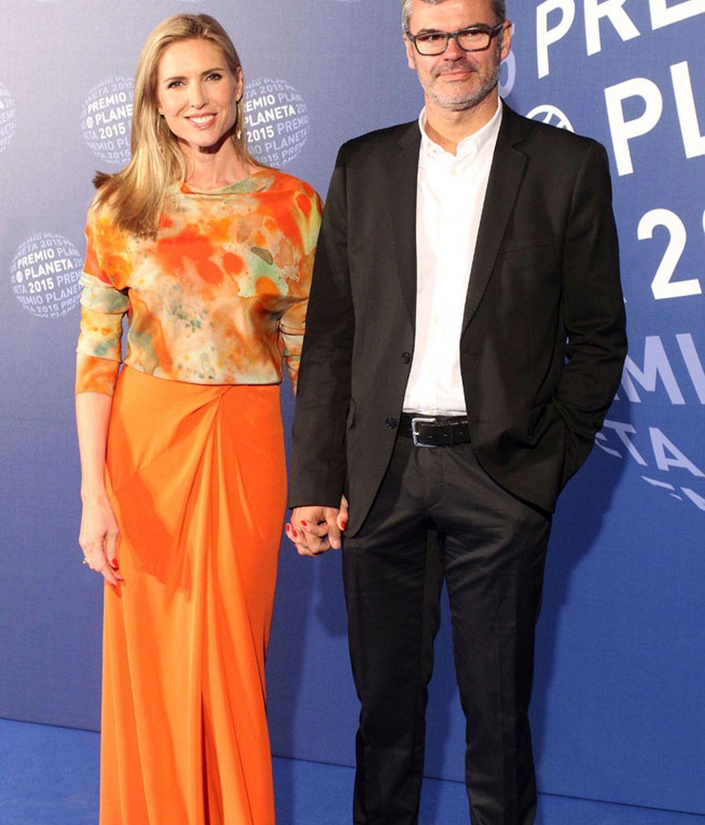 Judith Mascó, con un modelo oriental, acudió con su marido, Eduardo Vicente