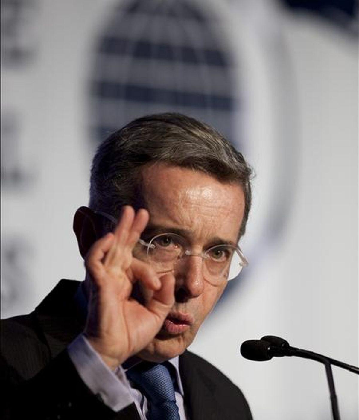 Imagen de este miércoles del presidente de Colombia, Álvaro Uribe, durante el discurso que pronunció en el Foro Económico Internacional de las Américas en Montreal (Canadá). EFE