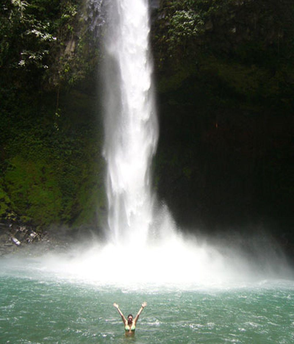 Baño en las Cataratas de la Fortuna