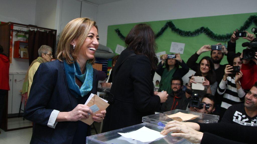 Carmen Cachón ejeciendo su derecho al voto