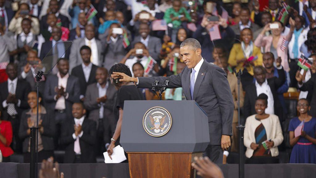 """Un """"orgulloso"""" Obama se despide de Kenia ante una multitud"""