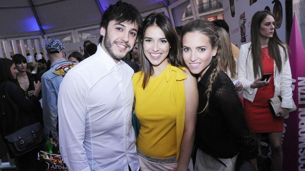 Gabriel Llanos, Cristina Brondo, con vestido de Miriam Ocariz, y Ana Fernández
