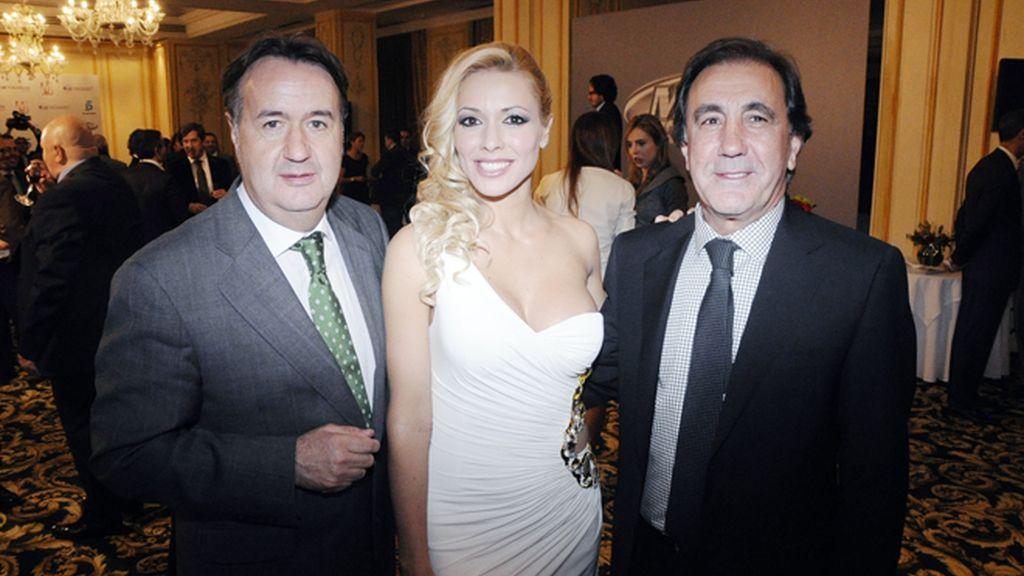 De cóctel con Carolina Alcázar y Nico Terol