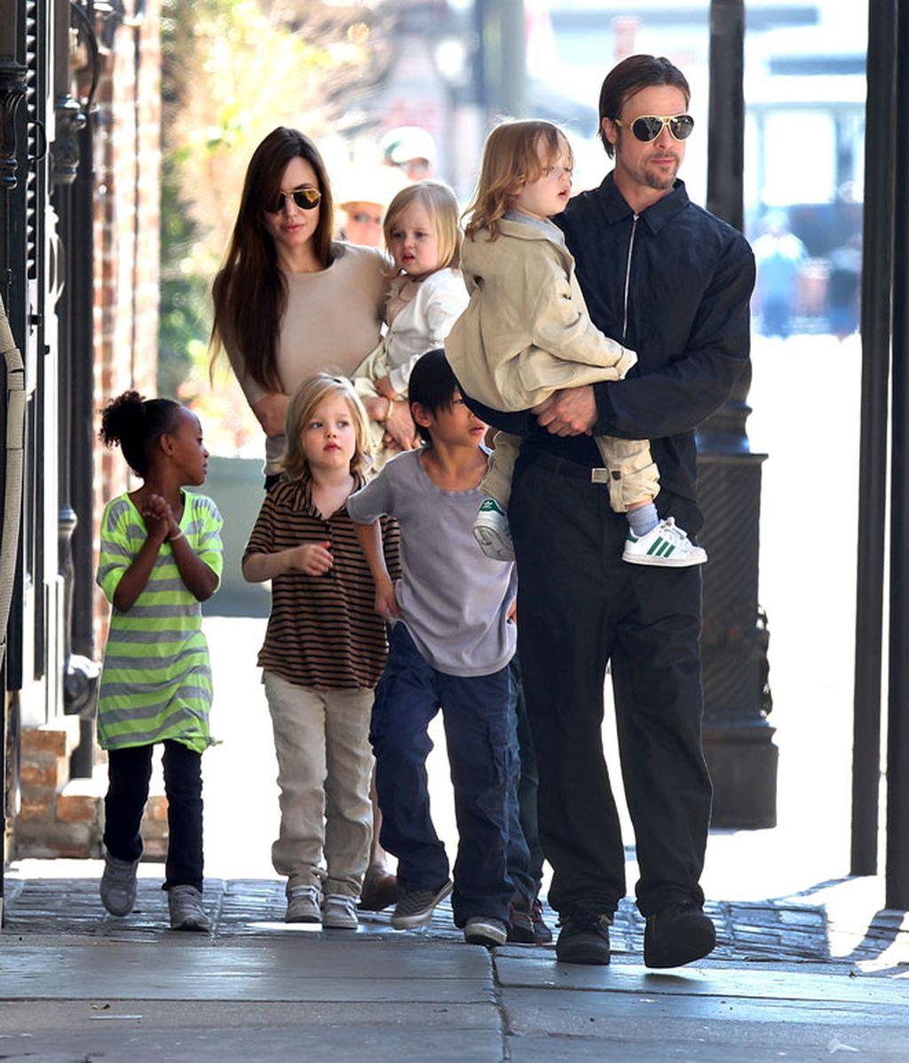 El paseo de Brad Pitt, Angelina Jolie y sus seis hijos por Nueva Orleans