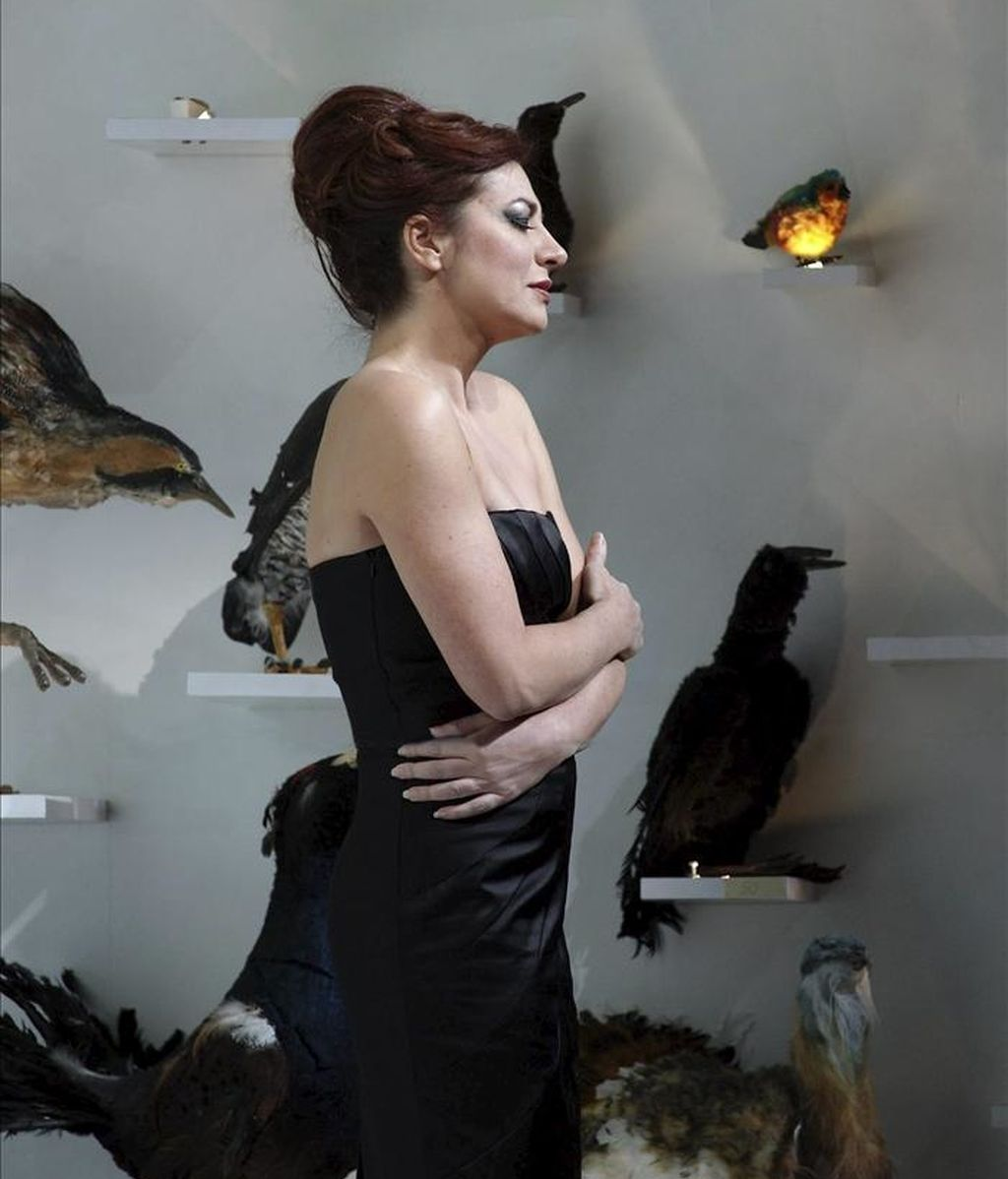 """La soprano, directora y compositora Pilar Jurado, durante el ensayo de su ópera """"La página en blanco"""" que se estrenó hoy en el Teatro Real de Madrid. EFE"""