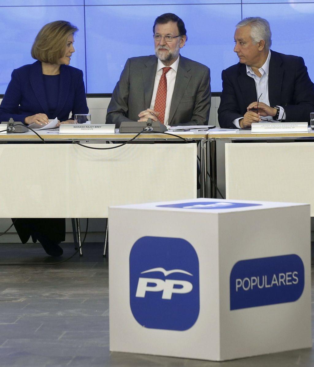 María Dolores de Cospedal, Mariano Rajoy y Javier Arenas en Génova