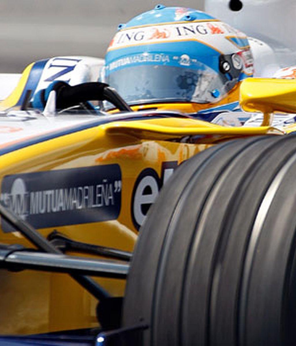 Fernando Alonso, con el R28. Foto: AP