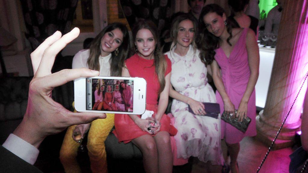 Blanca Suárez y Kira Miró, animado corrillo en la fiesta de Harper´s Baazar