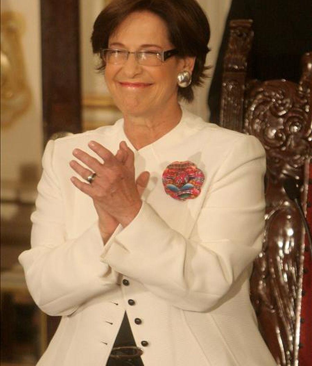 La alcaldesa de la ciudad de Lima, Susana Villarán, jura a su cargo este 3 de enero en el Palacio Municipal en la capital limeña. EFE