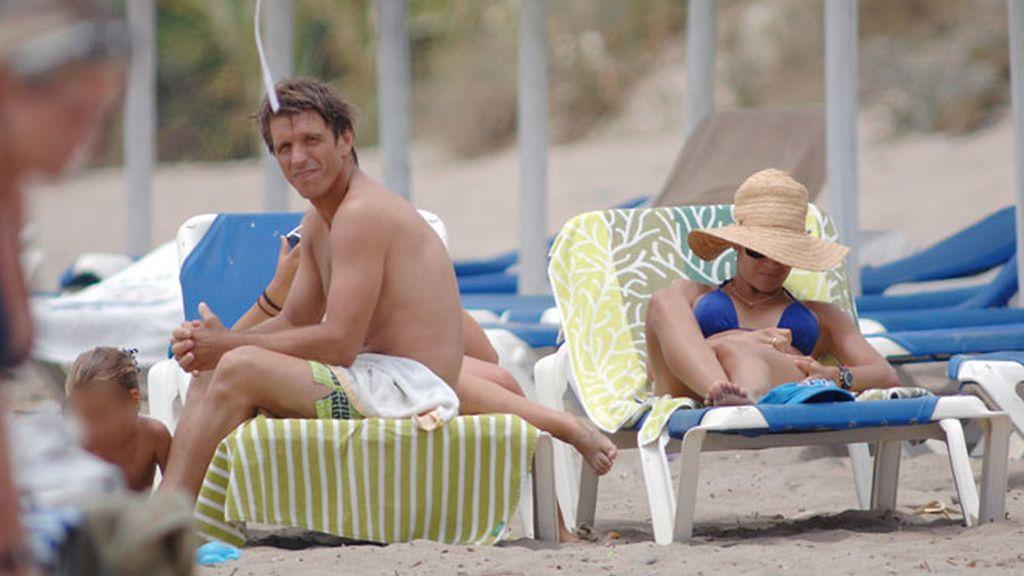 La familia de 'El Cordobés' disfruta de un día de playa en Marbella