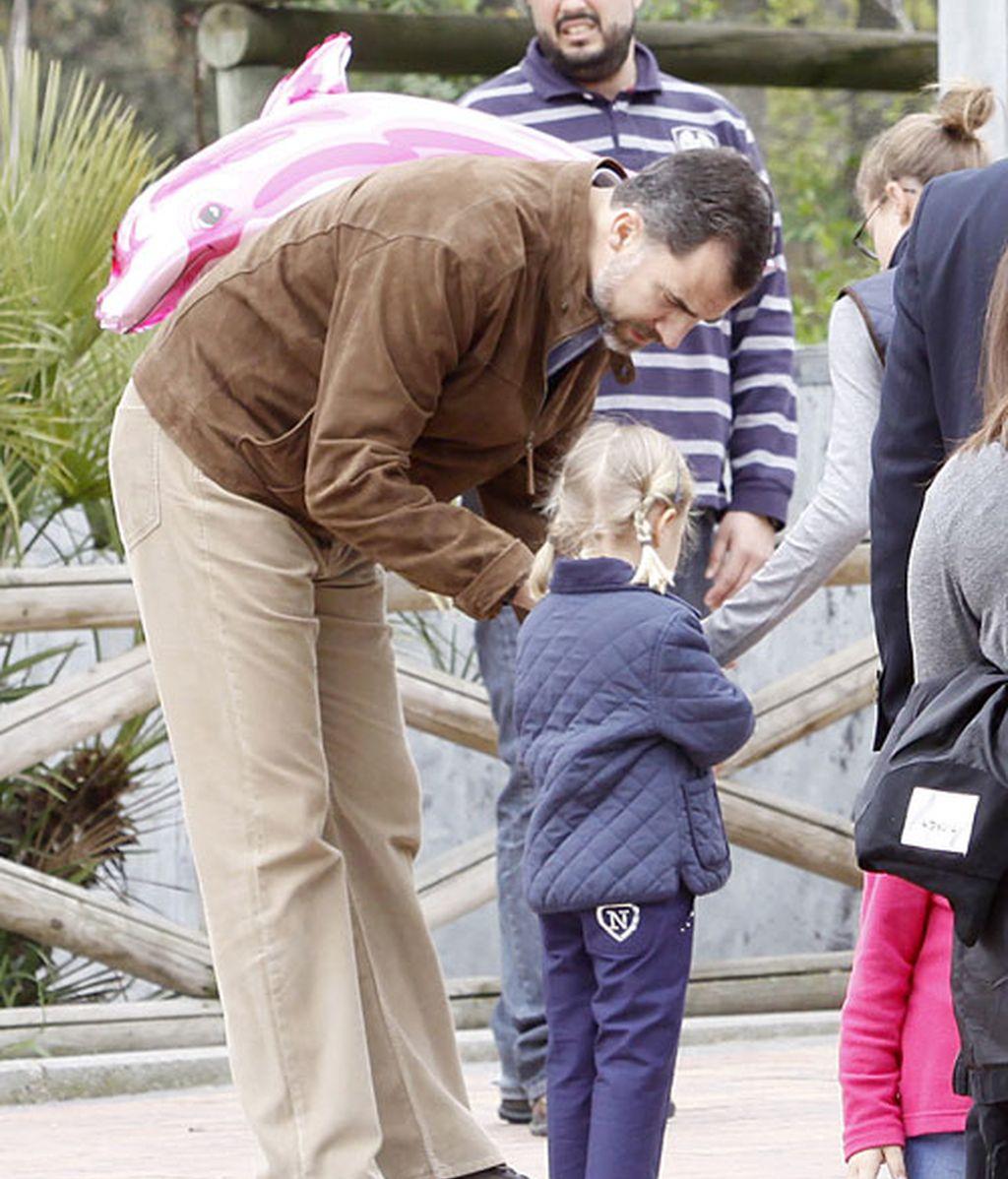 La reina, los príncipes de Asturias y las infantas, en el zoo