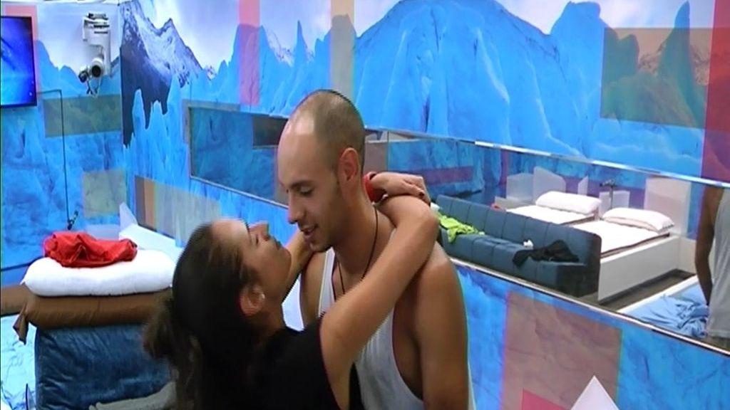 La reconciliación entre Omar y Lucía acaba en beso