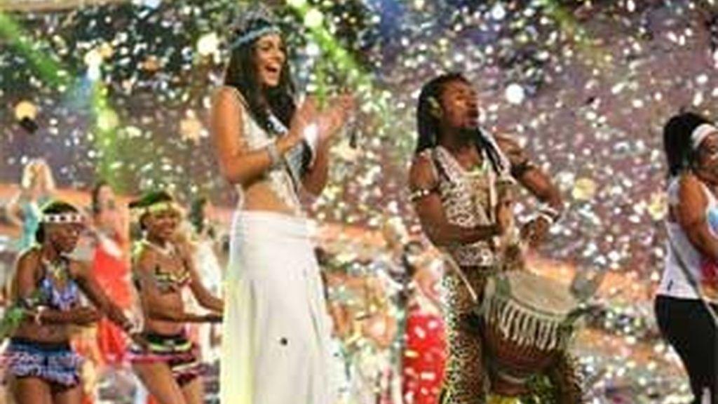 """Según la prensa británica, """"esta Victoria no está del todo bien para los vecinos españoles. La nueva Miss Mundo no sólo habla español si no que con sus ojos marrones y su piel morena podría ser española"""". Vídeo: Informativos Telecinco"""