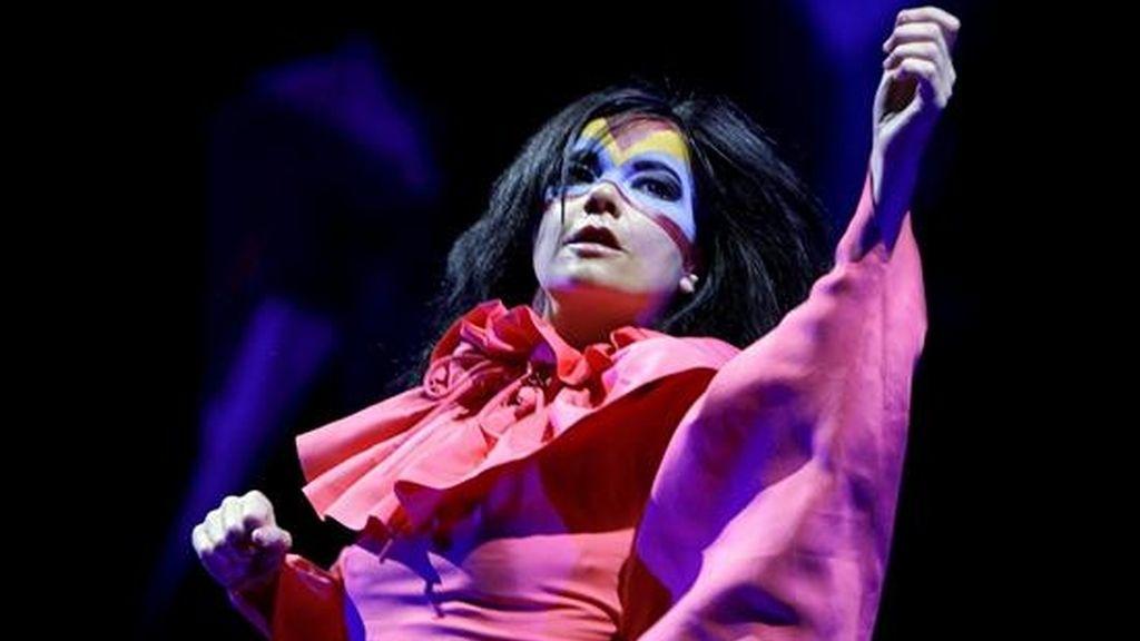 La artista islandesa Björk durante un concierto celebrado en Suiza en 2007. EFE/Archivo