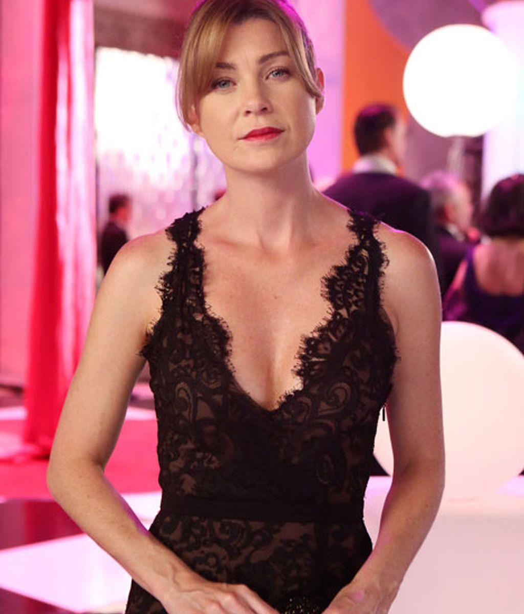 Meredith Grey llevó un vestido negro de encaje