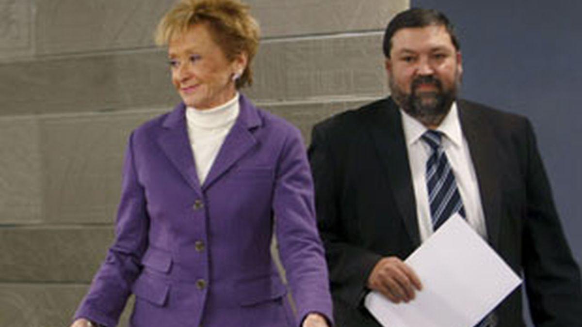La vicepresidenta del Gobierno, María Teresa Fernández de la Vega, junto al ministro de Justicia, Francisco Caamaño, durante la rueda de prensa tras el Consejo de Ministros. Foto: EFE.
