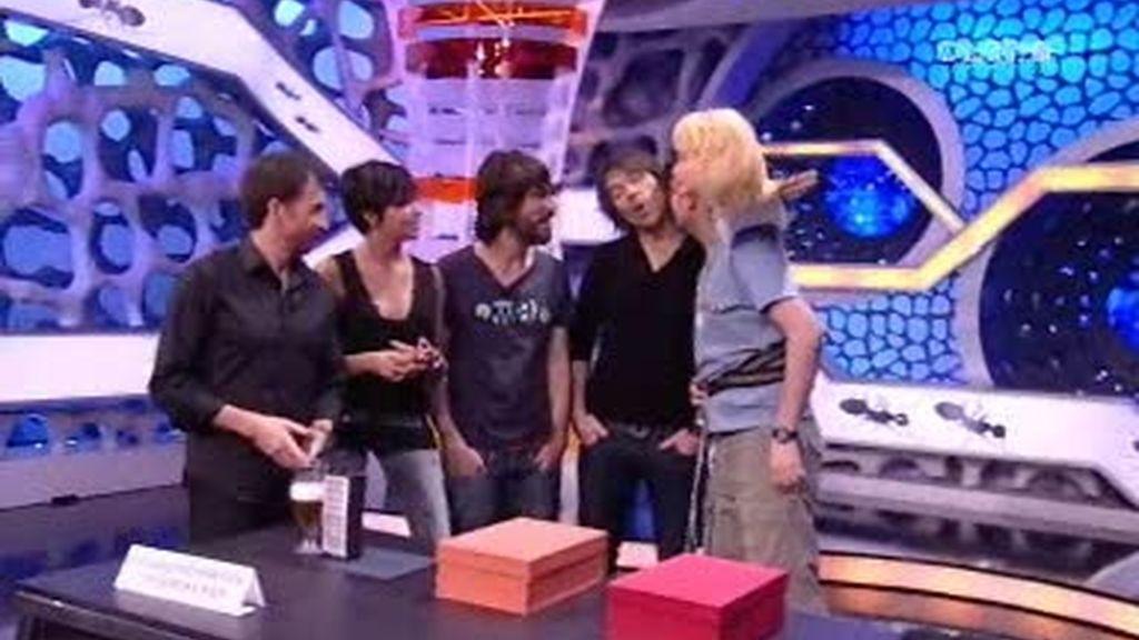 Jandro: Los integrantes del grupo El Sueño de Morfeo descubren cosas que les hacen sentir bien