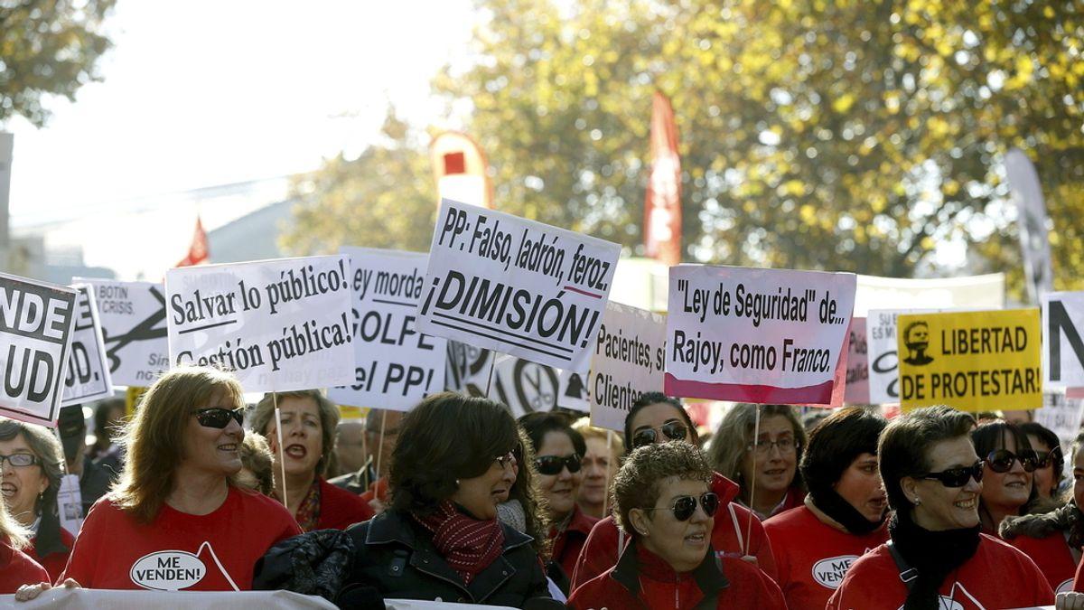 Cientos de personas se manifiestan en la Marea Blanca en Madrid