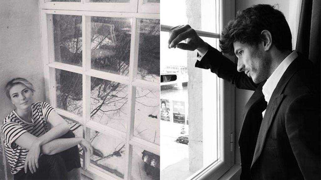 Las fotos nostálgicas en blanco y negro junto a la ventana, su especialidad