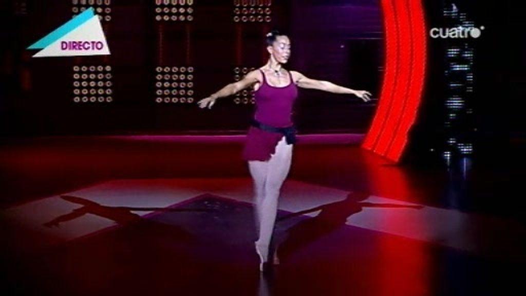 Yaela baila sola