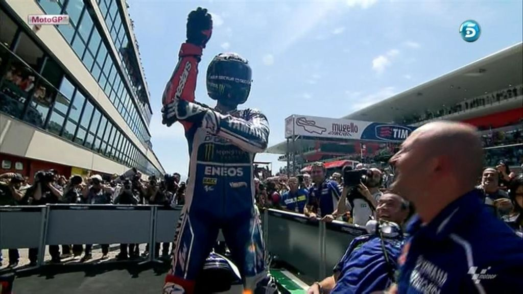 Jorge Lorenzo celebra su victoria con la picadura de la serpiente