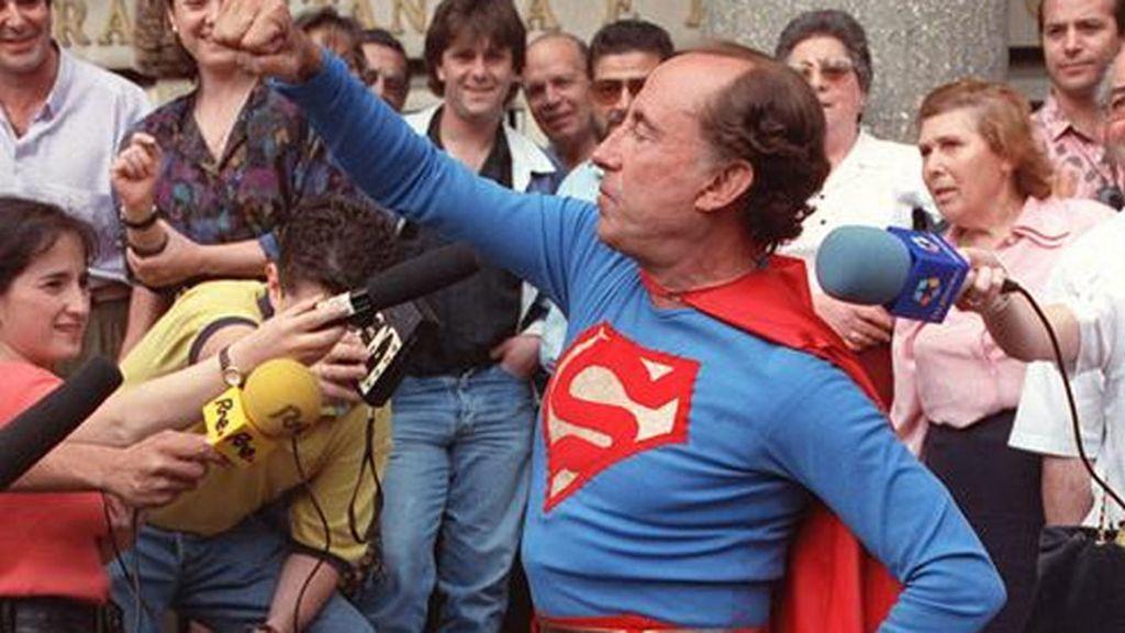 Disfrazado de Superman durante el juicio en el caso Ibercop
