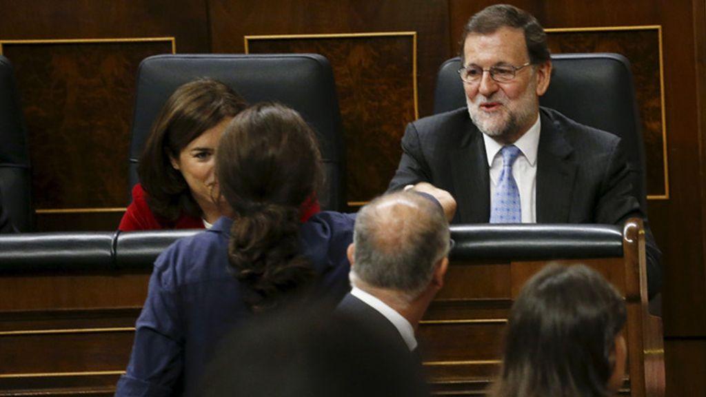 Pablo Iglesias saluda a Mariano Rajoy