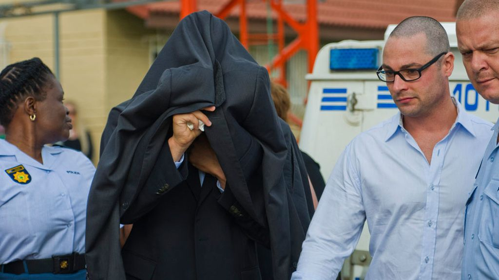 Pistorius acude al tribunal a declarar