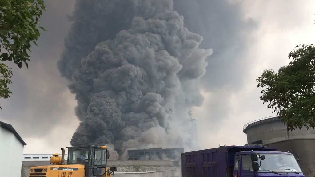 Un incendio arrasa una planta química