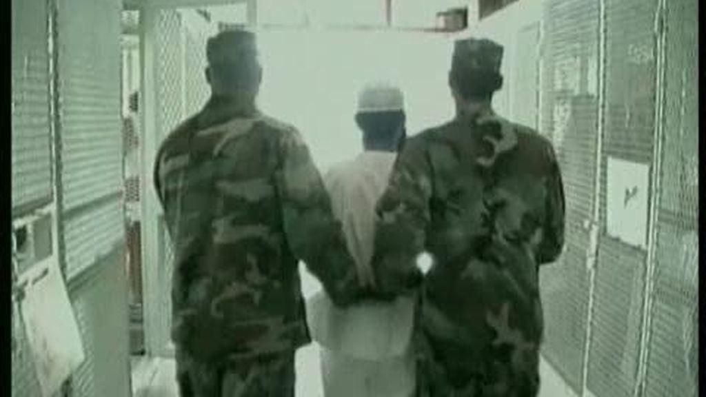 EE.UU ejerció presión sobre España para acoger presos de Guantánamo