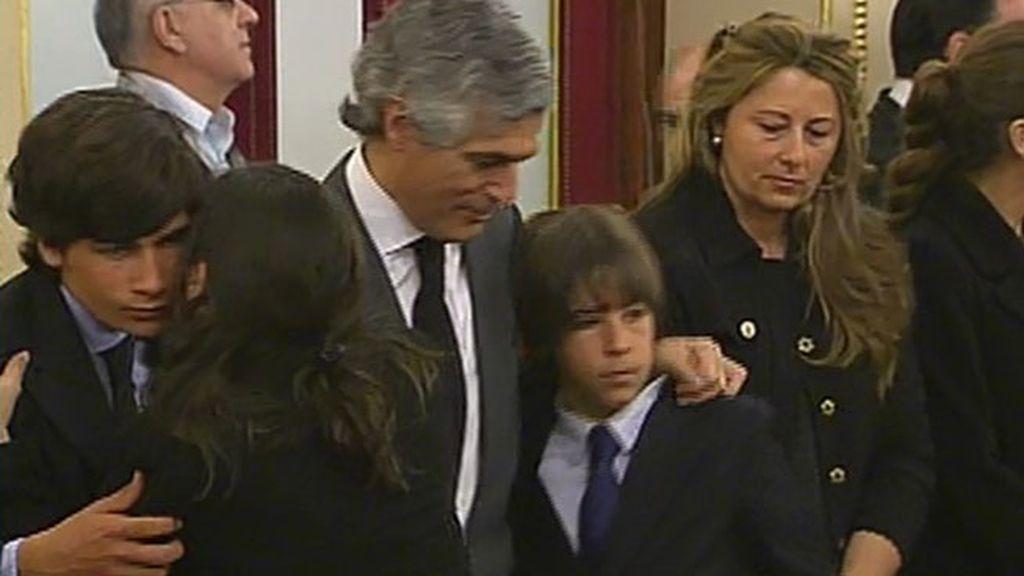 Adolfo, con sus hijos