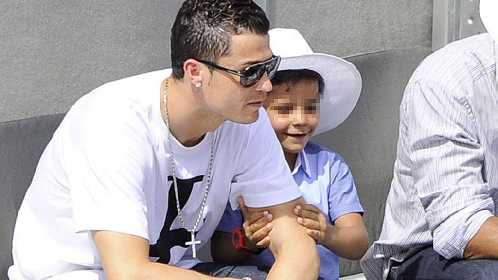 Cristiano Ronaldo y su hijo, Ronaldo Jr.