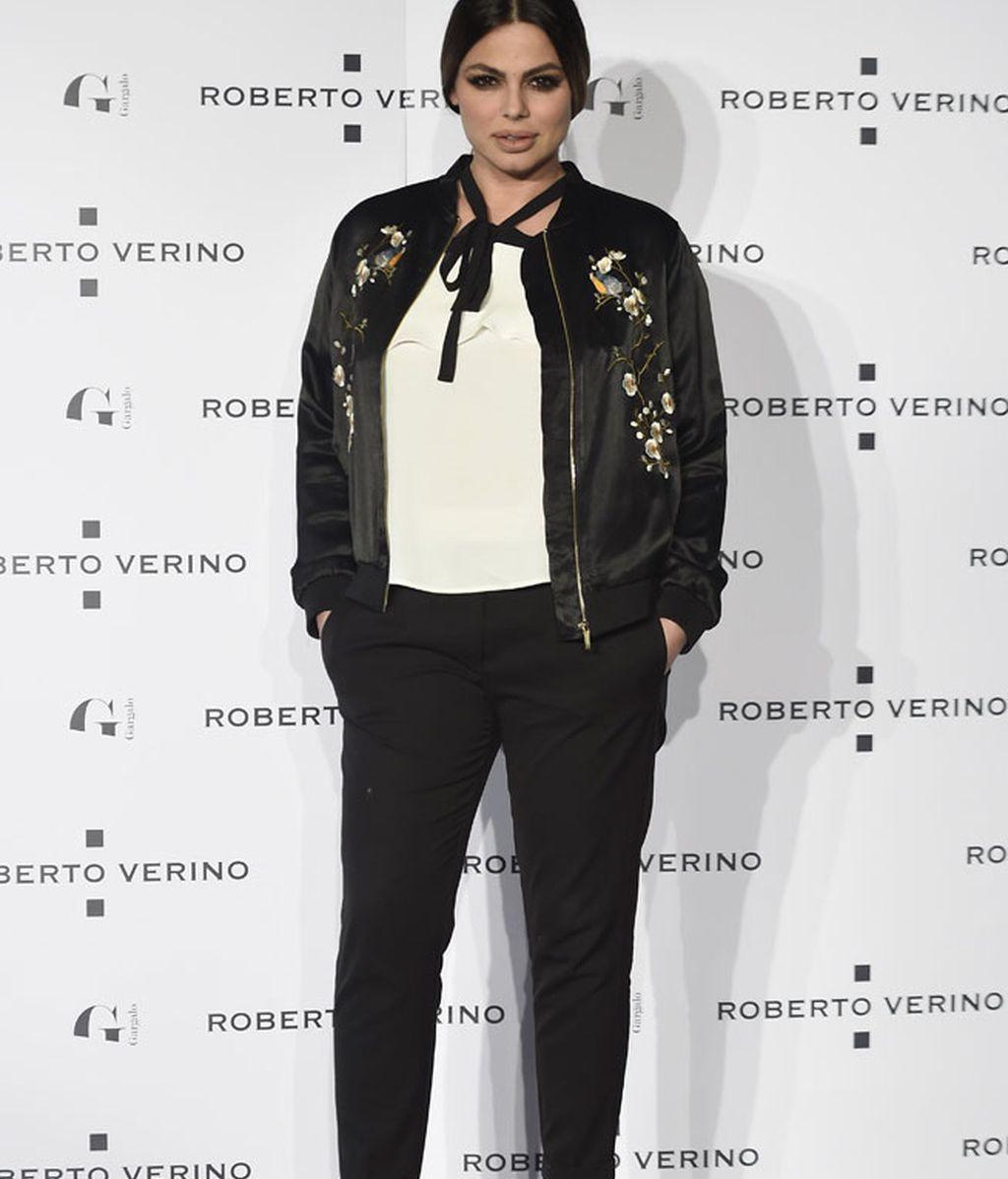 Marisa Jara con chaqueta negra satinada bordada