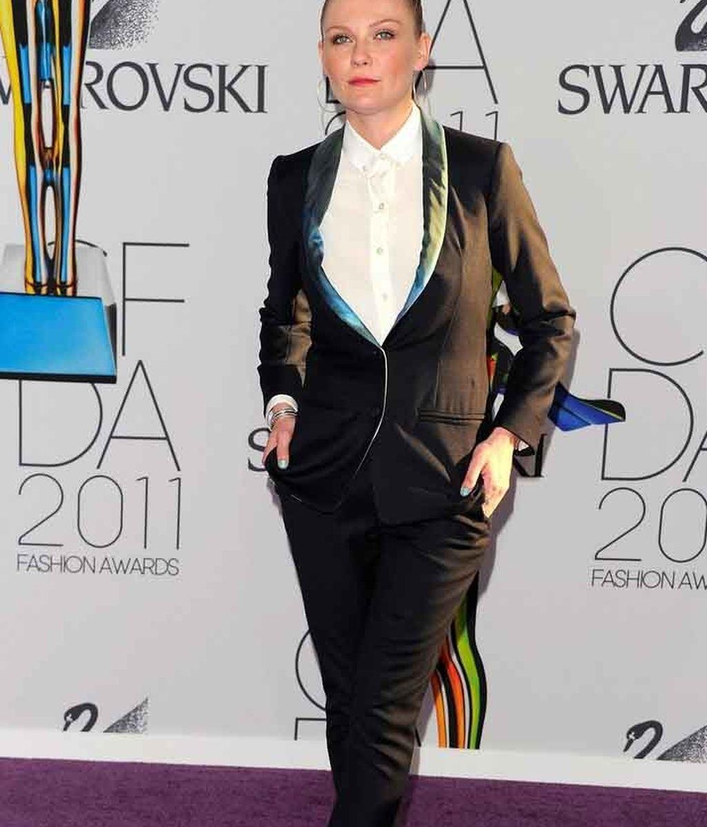 Kirsten Dunst, sencilla y elegante con detalles en azul