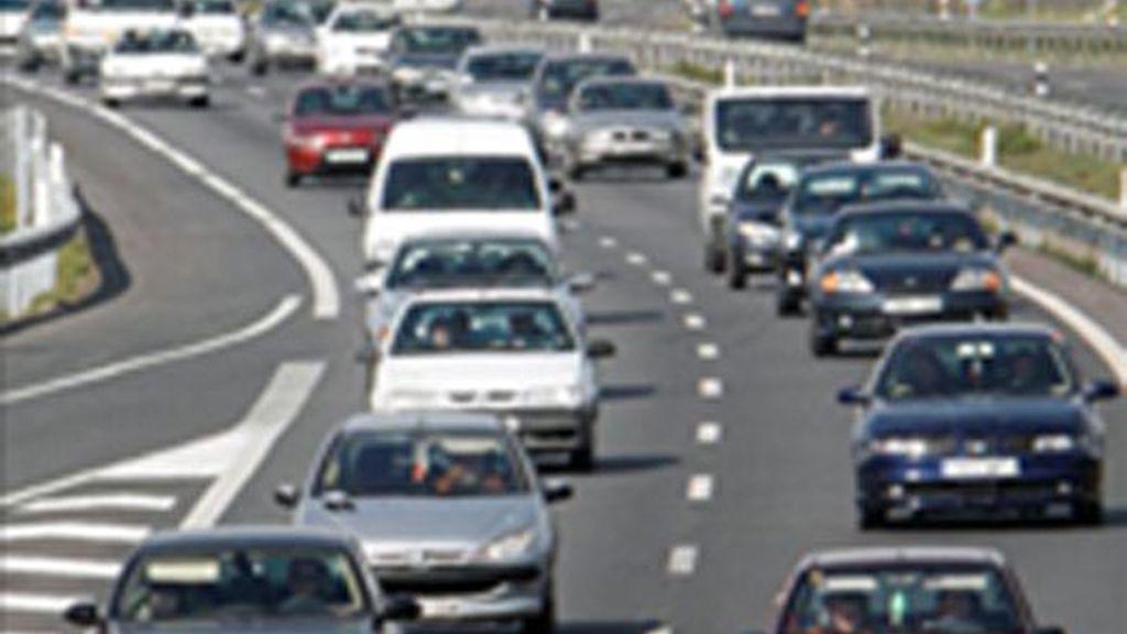 La venta de coches cae un 30%. Foto: EFE