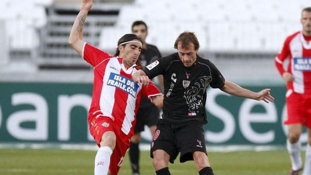 2-1. El Almería de Hugo Sánchez se aleja del peligro y frena al Athletic