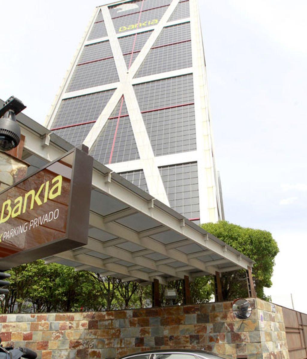Uno de los consejeros de Bankia llega a la sede de la entidad para la reunión del consejo de administración