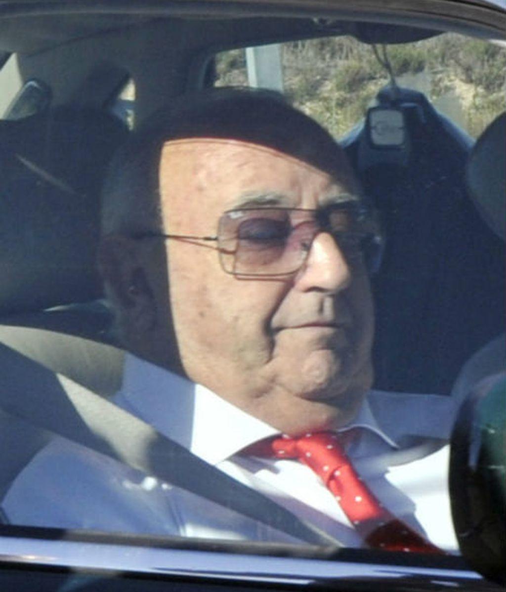 El padre del novio, Humberto Janeiro, que coincidió con su ex mujer, Carmen Bazán