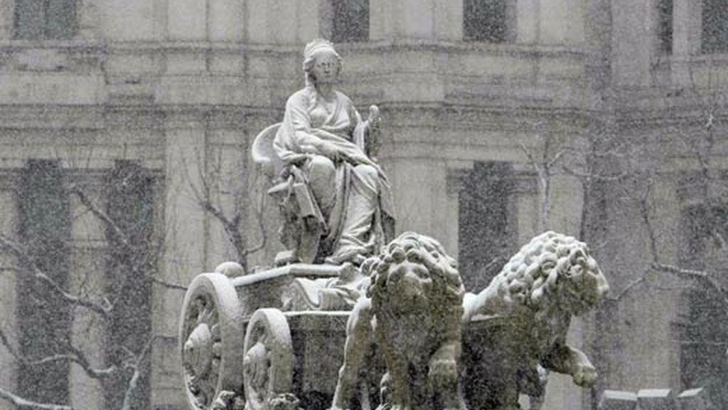 La nieve ha colapsado Madrid durante algunas horas. Video: Informativos Telecinco